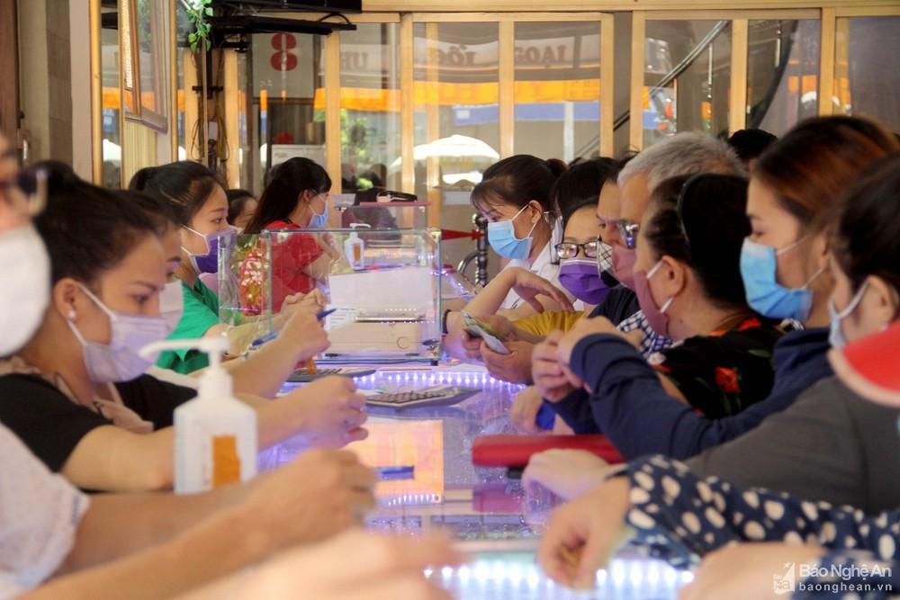 Nghệ An: Giá vàng giảm, người dân lại mang vàng đi bán