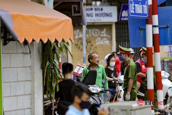Hà Nội: Quán vỉa hè vẫn mở, người dân thờ ơ không đeo khẩu trang