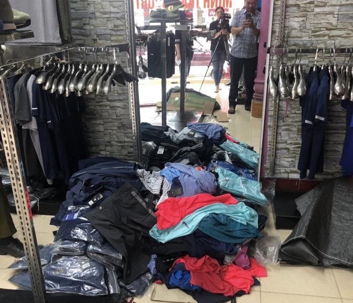 Hà Giang: Đột nhập ổ kinh doanh thời trang giả mạo nhãn hiệu Nike, Adidas