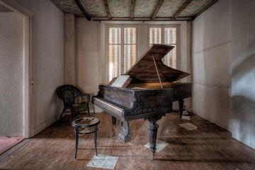 Ám ảnh những cây dương cầm bị bỏ quên khắp châu Âu