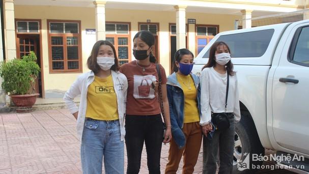 Giải cứu 2 thiếu nữ Nghệ An bị lừa bán vào quán karaoke ở Bắc Giang