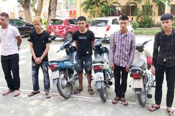 Nghệ An: Triệu tập nhóm thanh niên đầu trần, đánh võng trên quốc lộ 1A