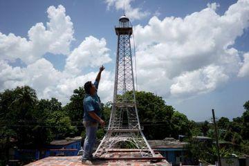 'Paris của Caribbean' có tháp Eiffel của riêng mình