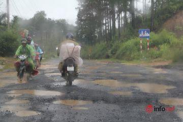 """Lâm Đồng: Thót tim lái xe qua trận địa """"ổ gà, ổ voi"""" trên Quốc lộ 27"""