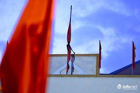 cách treo cờ rủ quốc tang