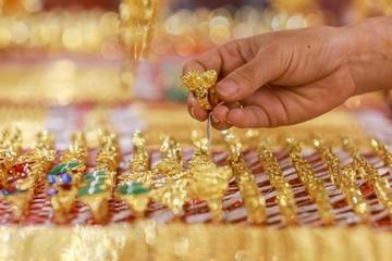 Giá vàng giảm gần 5 triệu đồng/lượng, nhà đầu tư trở tay không kịp