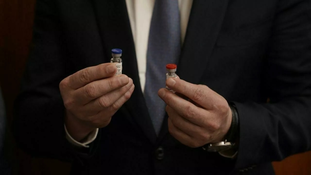 Chuyên gia Nga nói gì về vaccine Covid-19 vừa 'ra mắt'?
