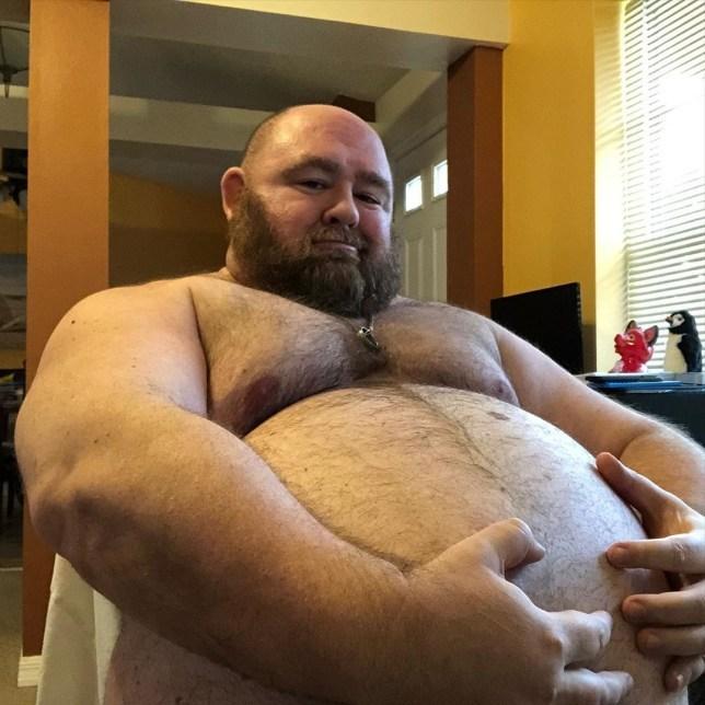 Người đàn ông nặng 225 kg và muốn tăng cân nữa vì...chiều lòng người hâm mộ