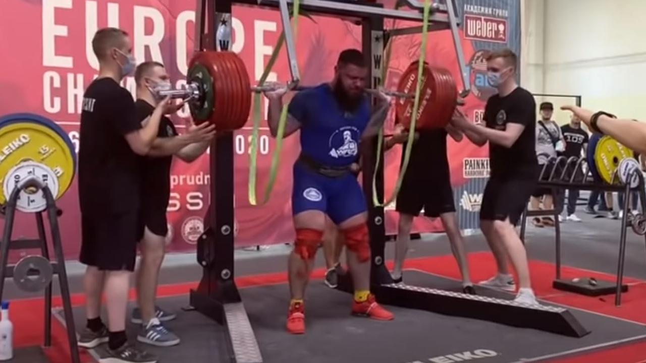 Sai tư thế, người đàn ông Nga gãy hai đầu gối khi nâng tạ 400 kg
