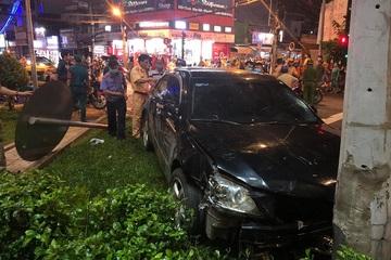 Nữ tài xế hoảng sợ vái lạy mọi người sau tai nạn tông hàng loạt xe máy ở TP.HCM