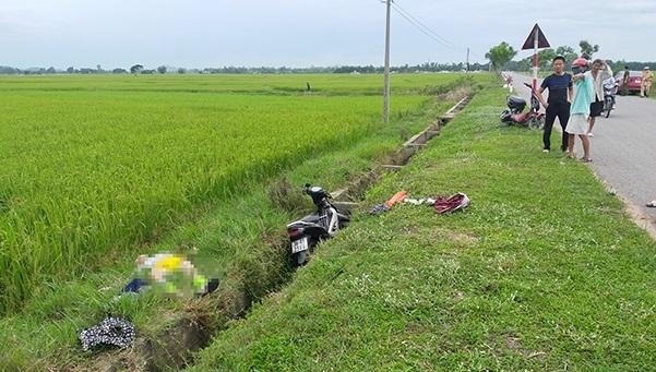 Hà Tĩnh: Thanh niên tử vong gần xe máy kẹt giữa mương