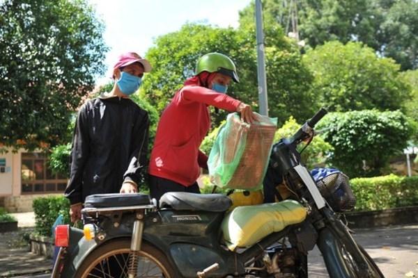 100 suất quà đến với bà con gặp khó khăn ở TP Buôn Ma Thuột