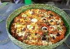 Pizza đựng trong vỏ hộp bằng lá khô hút khách ở Philippines
