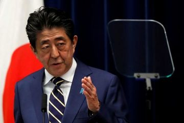 Thủ tướng Nhật Bản phải vào viện kiểm tra sức khỏe
