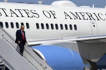 Chuyên cơ của Tổng thống Trump suýt đâm trúng UAV