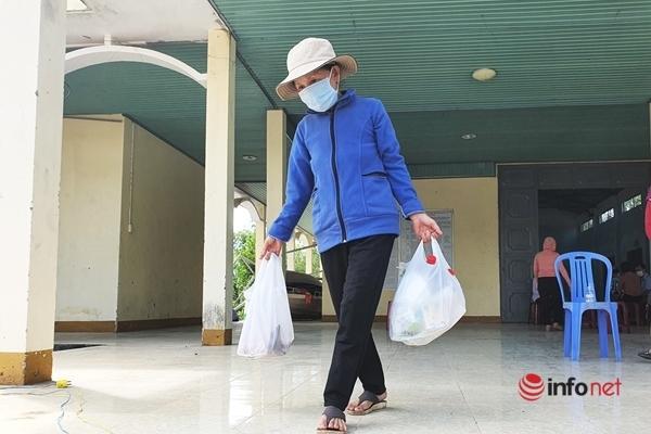 Chị em xắn gấu phóng xe chở 'thực phẩm 0 đồng' giúp người nghèo vững tâm chống dịch