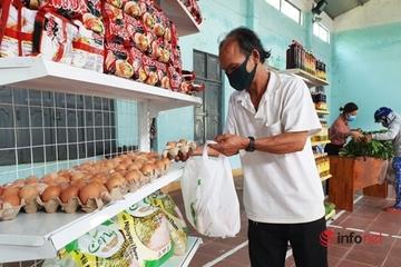 """Chị em xắn gấu phóng xe chở """"thực phẩm 0 đồng"""" giúp người nghèo vững tâm chống dịch"""