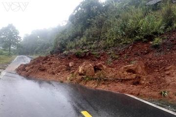 Bão số 4 đi sâu vào đất liền Trung Quốc, vùng núi Bắc bộ mưa to, sạt lở nghiêm trọng