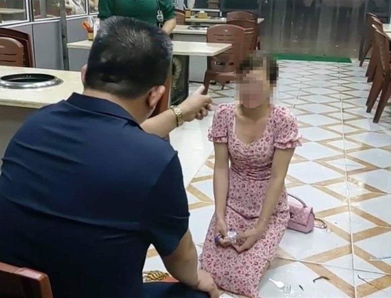 Vụ cô gái bị ép quỳ gối trong quán ăn: Chủ tịch phường nói gì về đối tượng chủ quán?