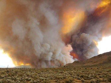Cơn 'lốc lửa' hiếm gặp bất ngờ xuất hiện từ cháy rừng ở California