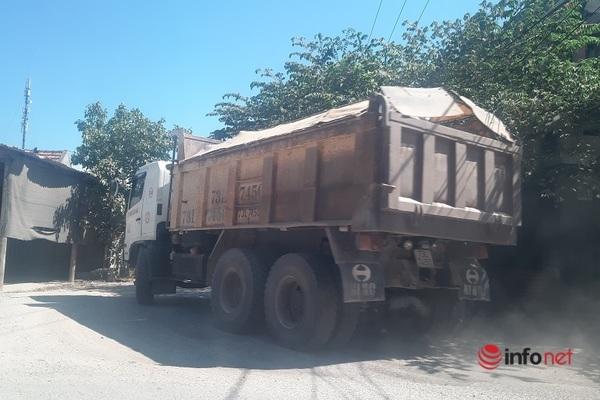 Quảng Bình: Xe quá tải cày nát tỉnh lộ 559, người dân khổ sở sống chung với bụi