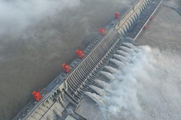 Đối mặt với đỉnh lũ lịch sử, đập Tam Hiệp mở 10 cửa xả