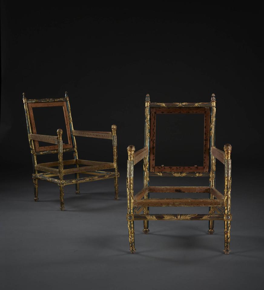 Tại sao bốn ghế không chỗ ngồi, không lưng tựa này trị giá 32 tỷ đồng?