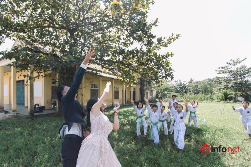 Độc đáo bộ ảnh cưới của cô giáo Karatedo có mặt bầy học trò