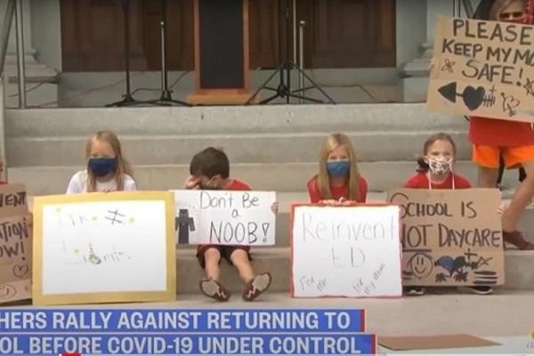 Giáo viên và học sinh Mỹ phản đối việc mở cửa lại trường học