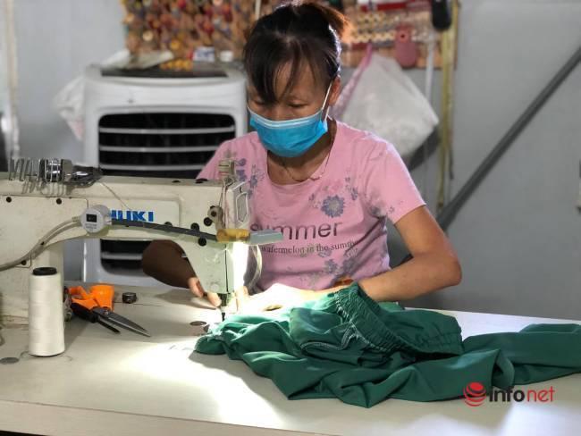 Phụ nữ Đà Nẵng bảo nhau may áo blouse hỗ trợ y bác sỹ chống dịch