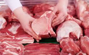 Giá lợn giảm, người mua vẫn thờ ơ