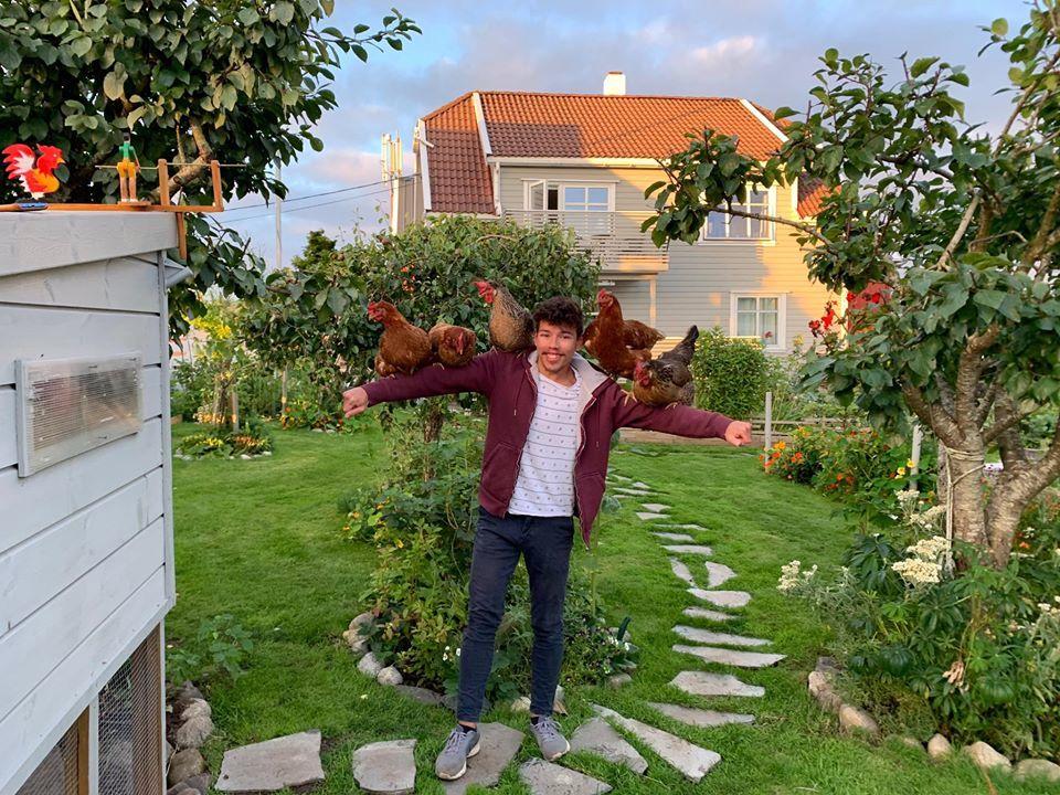 Chàng trai 23 tuổi tạo ra khu vườn xanh mướt 600m2 với đủ thứ rau quả hấp dẫn