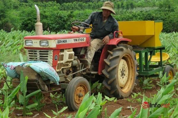 Đắk Lắk: Chàng trai chế tạo máy trồng nghệ vì thương cha mẹ