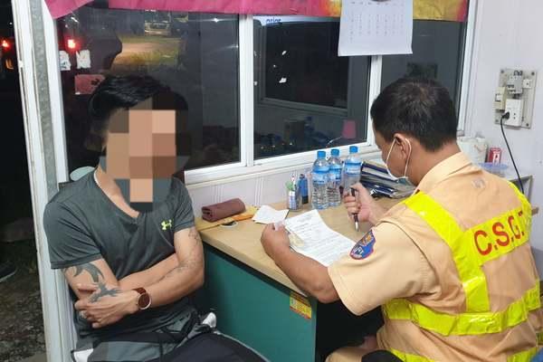 Tuần tra cửa ngõ Hà Nội trong đêm, CSGT phát hiện 1 tài xế dương tính với ma tuý