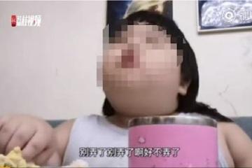 Cha mẹ Trung Quốc ép con ăn tới mức béo phì để kiếm tiền trên mạng
