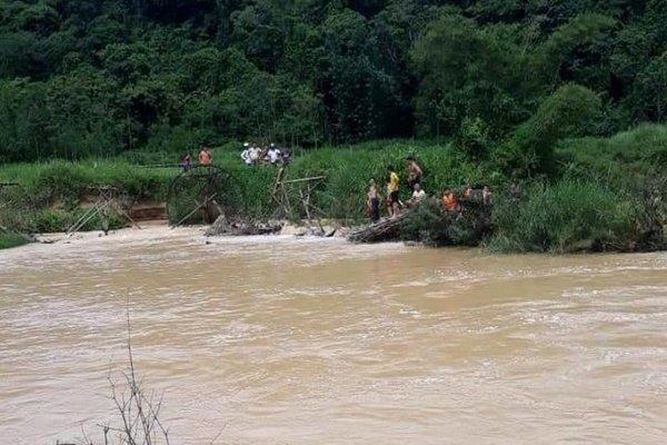 Thanh Hóa: Nữ sinh bị lũ cuốn trôi khi qua cầu tràn trong đêm