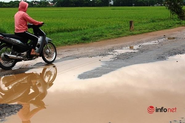 Nghệ An: 'Trận địa' ổ voi thách thức người đi đường