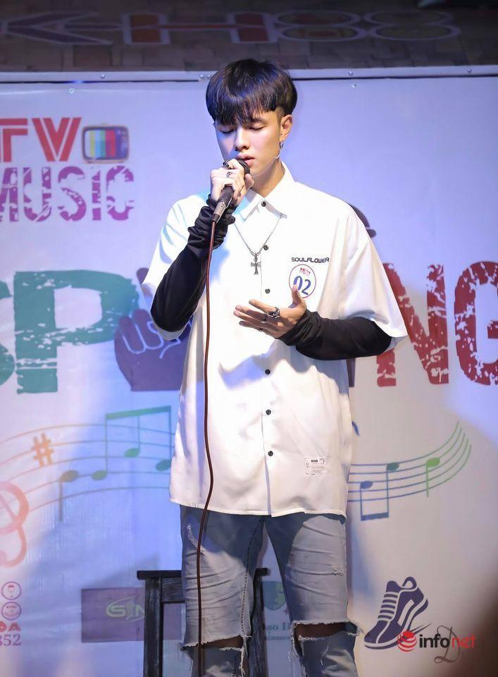 Thầy giáo tương lai đẹp tựa mỹ nam Hàn, sở hữu giọng hát 'ngọt lịm'