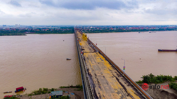 Cầu Thăng Long gấp rút sửa chữa, mặt đường đổi mới hoàn toàn