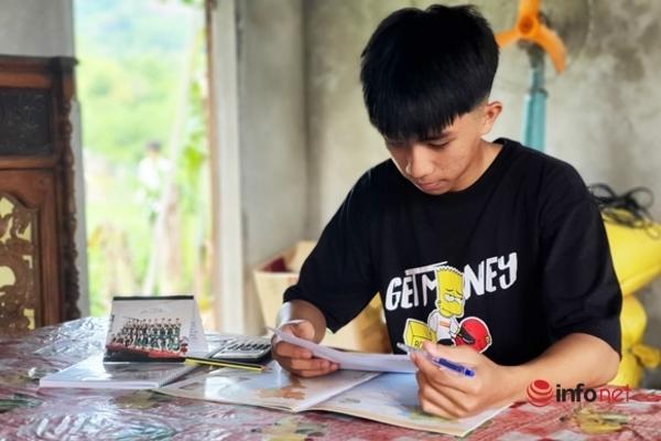 'Bí quyết' của cậu học trò nghèo làm bài 15 phút đạt điểm 10 môn Địa lý