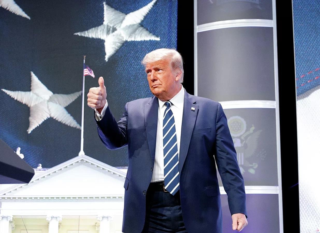 Ông Trump 'hứa' Mỹ là nước đầu tiên đưa nữ phi hành gia lên Mặt Trăng