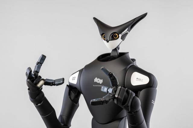 Robot bán hàng điều khiển từ xa xuất hiện ở Nhật Bản