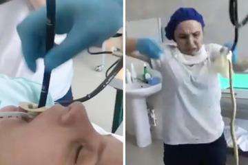 Bác sĩ 'phát hoảng' kéo con rắn dài 1,2 m từ cổ họng bệnh nhân