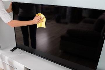 Cách loại bỏ vết xước trên màn hình tivi cực đơn giản và hiệu quả