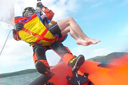 Vận động viên lướt sóng thoát chết nhờ giải pháp 'không ngờ'