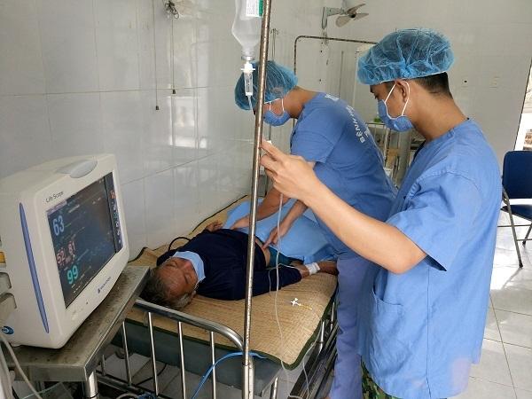 Bệnh xá đảo Song Tử Tây cấp cứu ngư dân bị giảm áp