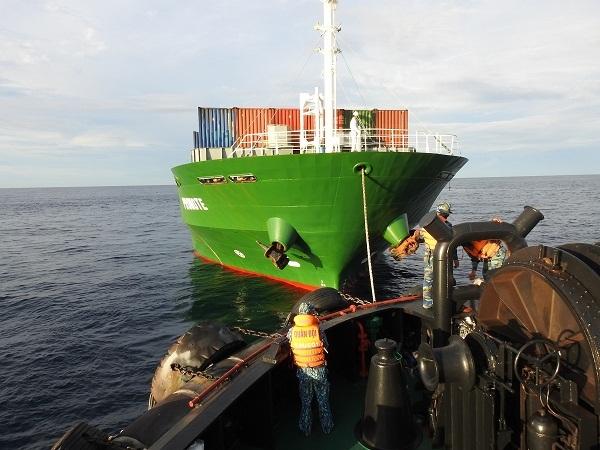 Hải quân cứu nạn tàu Promote