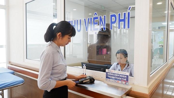 Bộ Y tế tích cực triển khai thanh toán viện phí không dùng tiền mặt