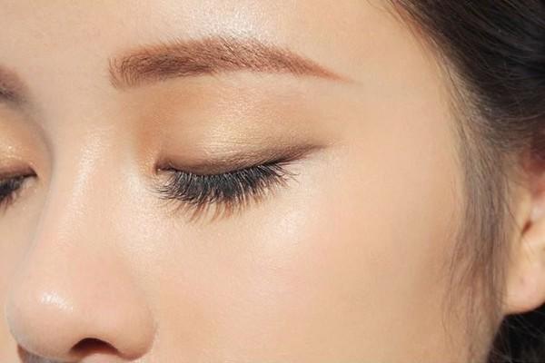 BS Bệnh viện Mắt Trung ương chỉ ra các lưu ý khi làm đẹp vùng mắt
