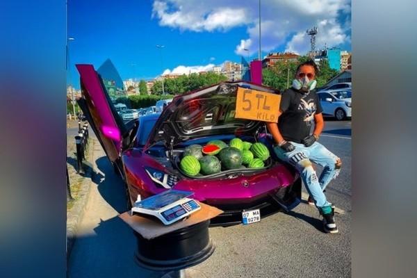 Người đàn ông dùng siêu xe 672.000 USD đi bán rong dưa hấu